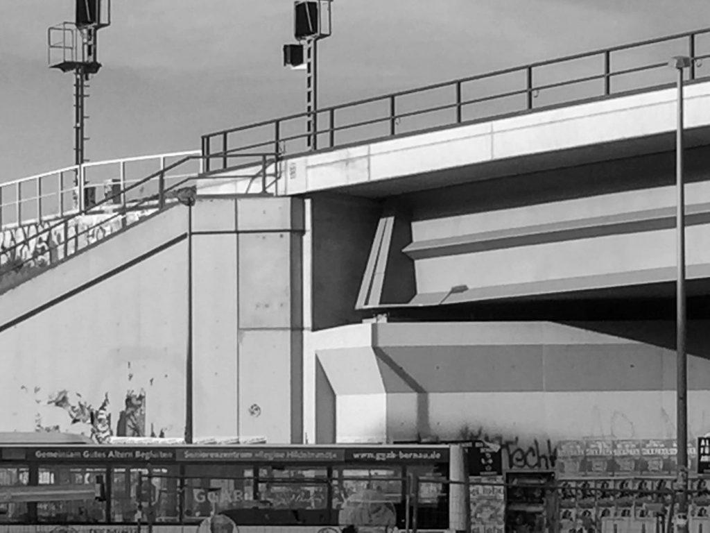Bahnbrücke aus Beton am Berliner Ostkreuz